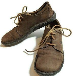 Born Nubuck Leather size 9.5 Round Toe Lace Up